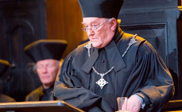 Fallece el actor de la saga Harry Potter, Robert Hardy