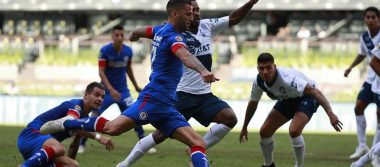 ¡Sorprendente! Cruz Azul propina goliza a Puebla en su regreso al Azteca