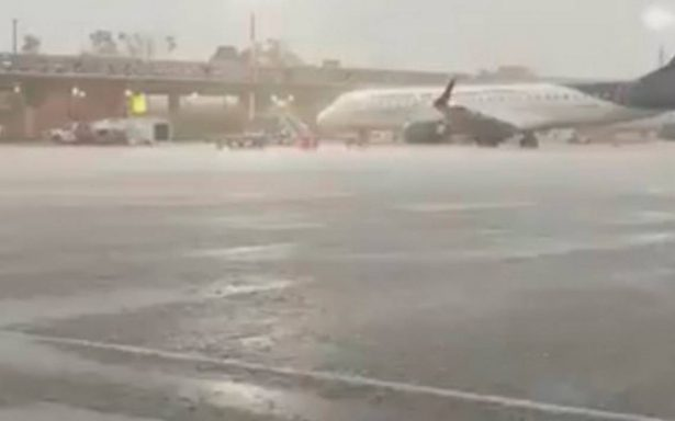 Lluvia provoca encharcamientos y caos; se inunda en el AICM