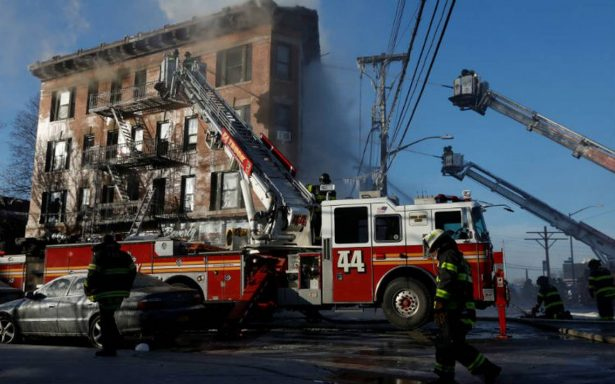 Incendio en edificio de Nueva York deja 16 heridos, incluidos nueve niños