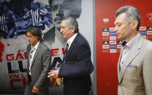 Chivas evalúa llegada de Gudiño o de Corona, asegura José Luis Higuera