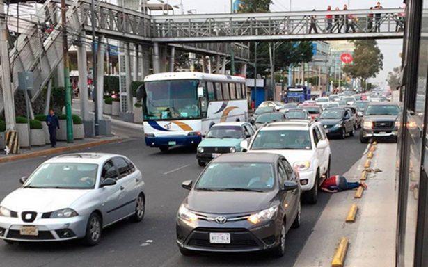 Ciclista invade carril de Metrobús en Perisur y le cuesta la vida