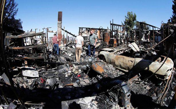 Incendios en California arrasan con más de 46 mil hectáreas; suman 17 muertos