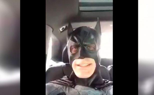 Rafa Márquez sorprende a niños de su fundación como Batman