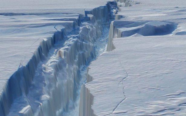 ¡Peligro! Un iceberg gigante, desprendido del mayor glaciar antártico se deshace