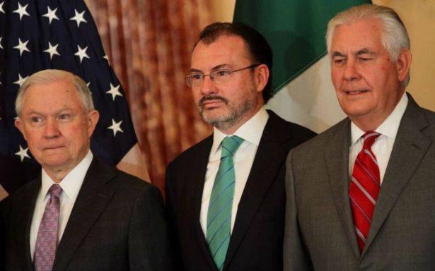 México y EU dialogan estrategia de combate al narcotráfico