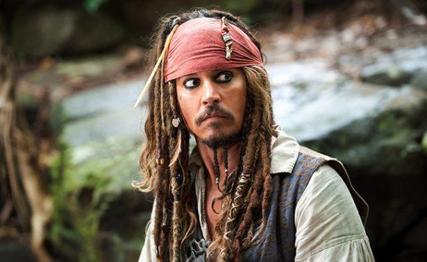 Johnny Depp aparece en Disneyland ¡como Jack Sparrow!