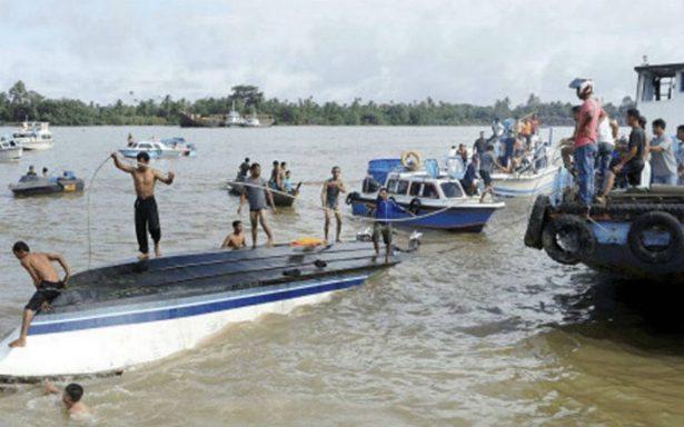 Lancha con 51 personas a bordo naufraga en Indonesia, hay ocho muertos