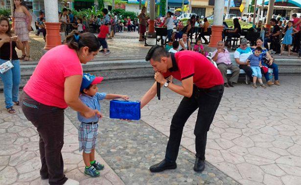 Colectan regalos para niños pobres en Tapachula