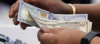 Dólar arranca la semana en 19.10 pesos en terminal del AICM