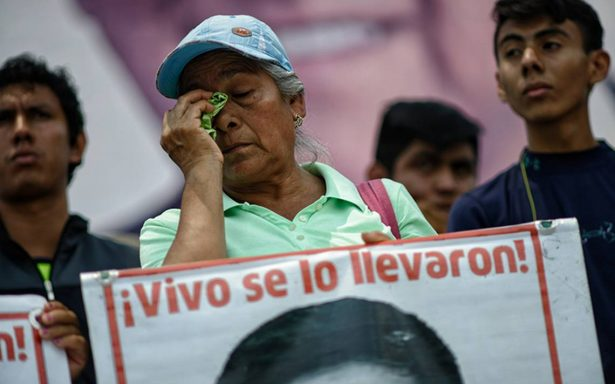 Tribunal notifica a PGR para que cumpla con amparos del caso Ayotzinapa