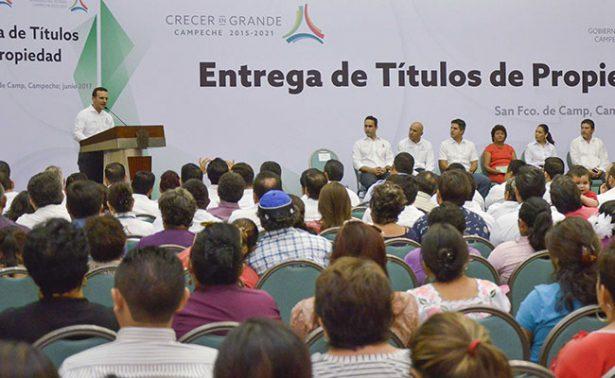 Entregan en Campeche títulos  de propiedad a familias
