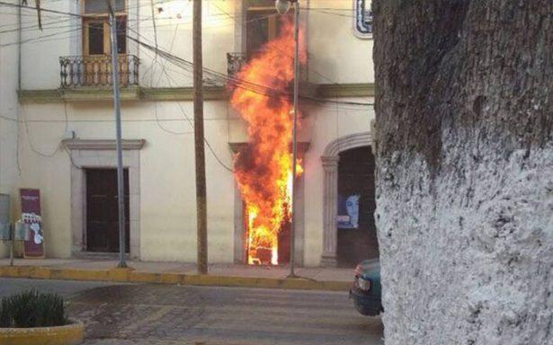 Pobladores indignados queman comandancia municipal de Libres