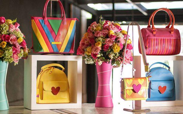 Agatha Ruiz de la Prada presenta su colección de bolsos primavera-verano 2018