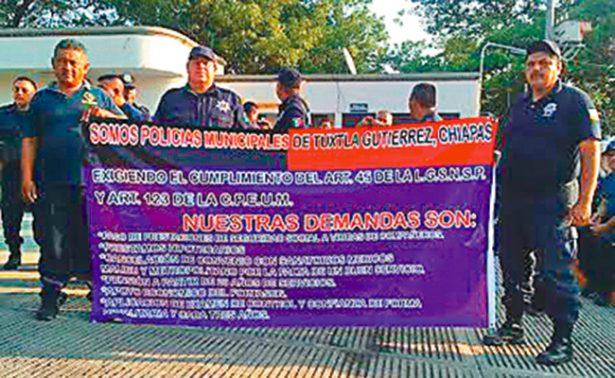 Marchan policías municipales en Tuxtla