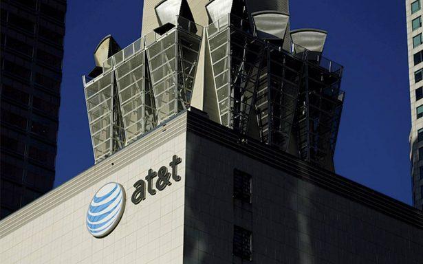 Trump se lanza contra medios; obstruye fusión de AT&T y Time Warner