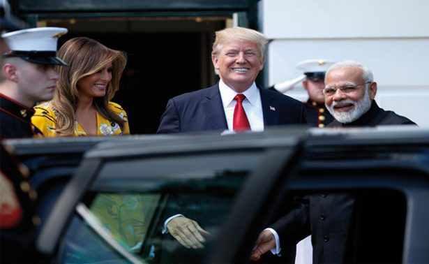 Donald Trump canta victoria con su decreto antiinmigrante