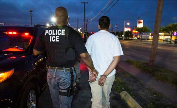 Agentes de Inmigración y Aduanas (ICE) detienen a 95 inmigrantes en Texas