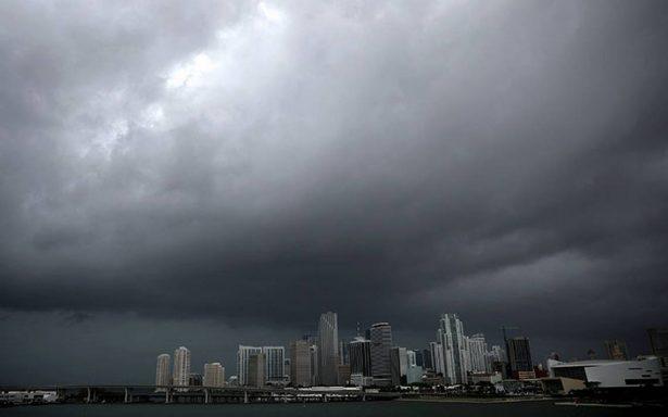 Fuertes lluvias y vientos de Irma comienzan a sentirse en Florida