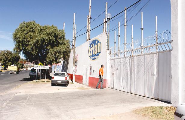 Asaltan a empresa que vende Bonafont, someten a 6, roban más de 400 mil pesos
