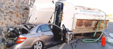 Conductora, a salvo, le cayó una pipa a su automóvil