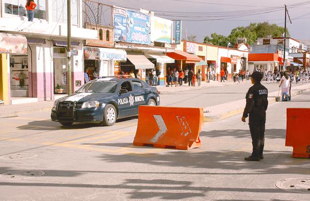 Policías vigilan en Tepeji