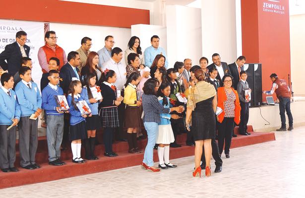 Ganadores de concurso de oratoria