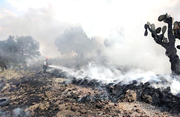 Incendian cientos de llantas