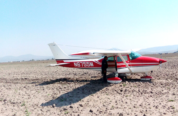 Aeronave realiza aterrizaje forzoso en Apan, Hidalgo