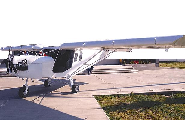 Politécnicos arman su propia aeronave