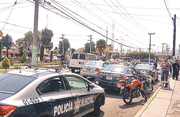 >> EL INM IMPLEMENTÓ operativo con agentes policiales para detener a extranjeros que radican en la ciudad con documentación falsa. Foto: El Sol de Hidalgo.