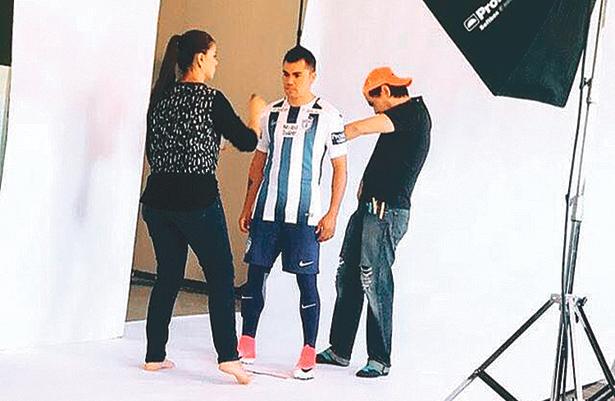 LOS TUZOS del Pachuca ya estrenaron su camiseta en sesión de fotos. Foto: Sol de Hidalgo.