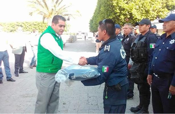 Equipan a policías  de Progreso