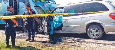 Invadir un carril  le resultó mortal, impactado contra un microbús