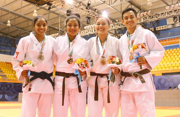PILAR, Itzamara, María de los Ángeles y Marco Antonio, medallistas en la última competencia. Foto: El Sol de Hidalgo.