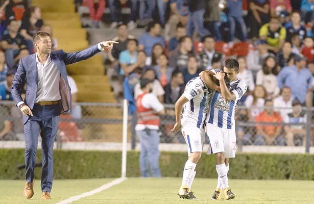 DIRIGIENDO al Pachuca con promedio más joven de la historia, Alonso consiguió ganar en Querétaro: 1-0. Foto: Sol de Hidalgo.