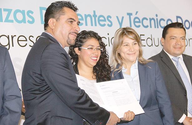 Asignaron plazas a nuevos docentes for Plazas docentes 2017
