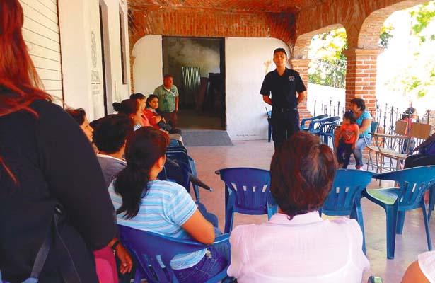 Policías de Tepeji siguen dando pláticas de prevención a vecinos