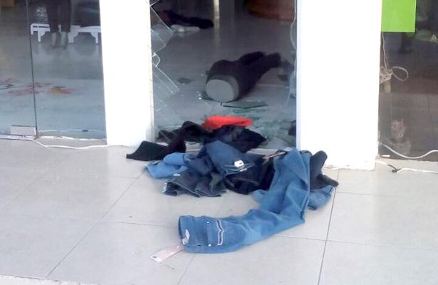 LOCAL DE venta de ropa robado por los tres delincuentes. Foto: El Sol de Hidalgo.