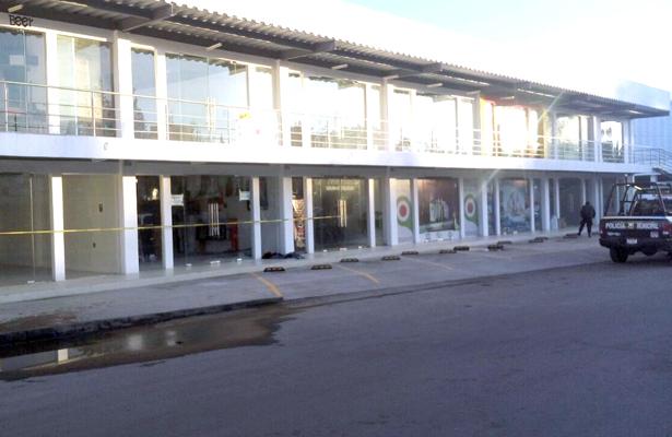 Caen tres por  robo en plaza XIHUINGO