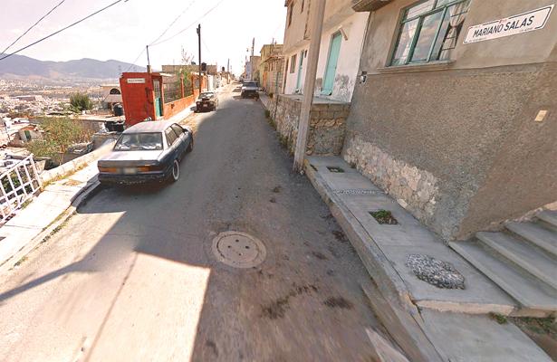 Mortal resultó la riña, policías agredidos en la Felipe Ángeles;  vecinos les arrebatan a dos probables culpables