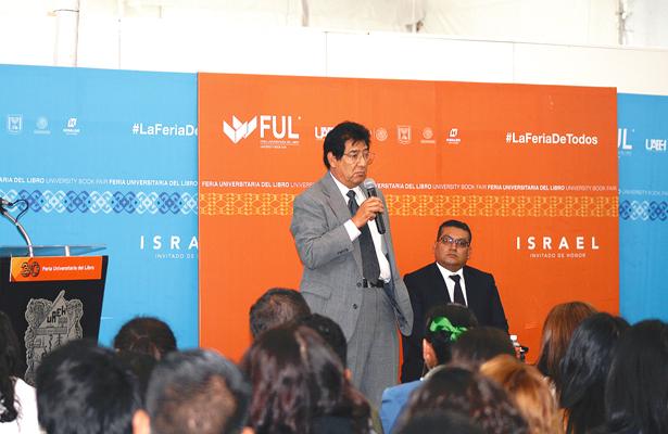 Arturo Perales dictó conferencia sobre el medio ambiente