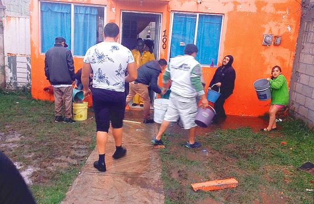 Tromba en Apan, cien inmuebles inundados y daños en el mercado