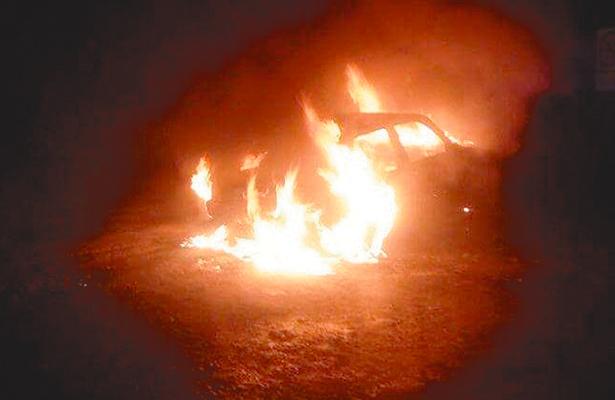 Arde otro vehículo al entrar a Real del Monte