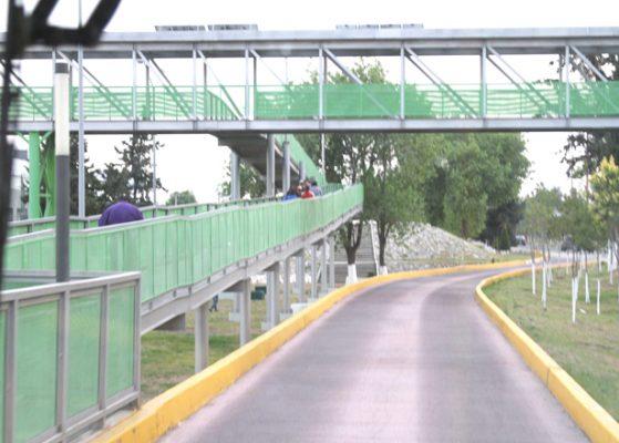 Escaleras y rampas en Tuzobús