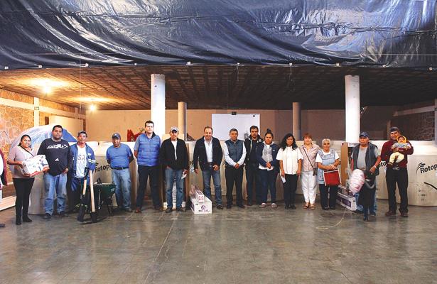 Entregan apoyos en Atitalaquia