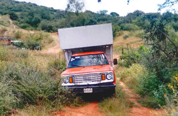 Hallan camioneta abandonada