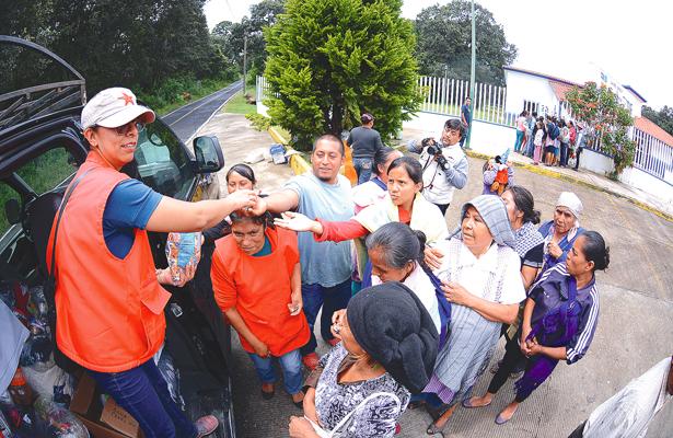 Hidalguenses llevan ayuda a comunidad poblana