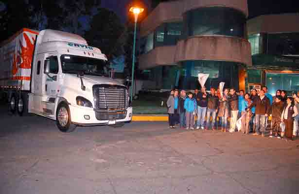 Treinta toneladas de  víveres del Garzatón salen rumbo a Puebla