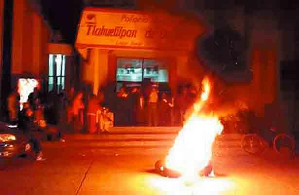 Inconformes por la reapertura de un bar, tomaron la alcaldía vecinos de Tlahuelilpan